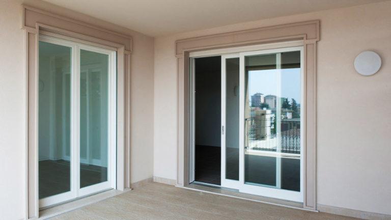 Σύγκριση κουφωμάτων αλουμίνιο και PVC: Τι να επιλέξετε για την ανακαίνιση σας;