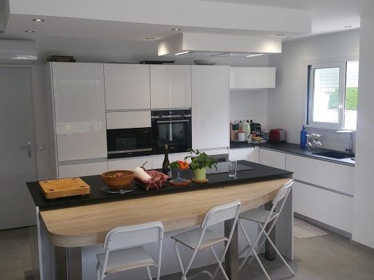 Ανακαίνιση κουζίνας με υψηλή ποιότητα κατασκευής και τοποθέτησης.